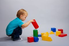 Kid playing with blocks Royalty Free Stock Images