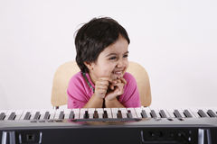 Kid playing a keyboard Royalty Free Stock Photography