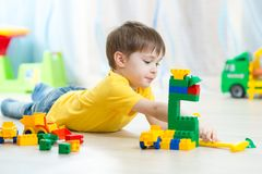 Kid playing toy blocks at home Royalty Free Stock Photos