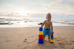 Kid plays with toys at the seashore in summertime Royalty Free Stock Photos