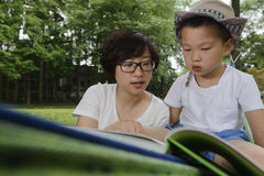 Kid reading with mom together Stock Photography
