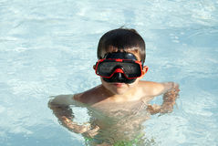 Kid into the swimming pool Stock Photography