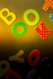 Kid& x27 ; alphabets magnétisés par s Images libres de droits