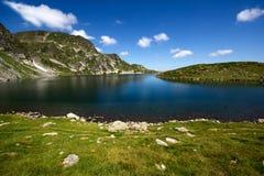 Kidney湖,七个Rila湖,保加利亚的风景 免版税库存照片
