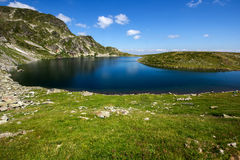 Kidney湖,七个Rila湖, Rila山 库存照片
