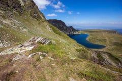 Kidney湖,七个Rila湖, Rila山 免版税库存图片