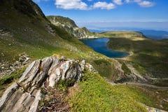 Kidney湖,七个Rila湖, Rila山 免版税库存照片