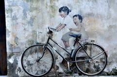 €œKids искусства улицы Penang на  Bicycle†Стоковые Фотографии RF