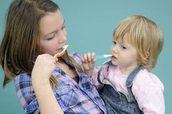 Kids brushing teeth Royalty Free Stock Photography
