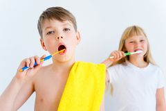 Kids brushing teeth Royalty Free Stock Image