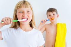 Kids brushing teeth Royalty Free Stock Photography
