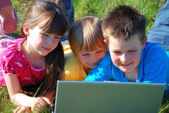 kids with computer outside Stock Photos
