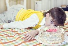 Kids eat cake Royalty Free Stock Photos