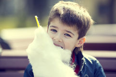 Kids eating cotton candy Royalty Free Stock Photography