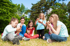 Kids eating pizza Stock Images