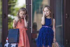 Kids girls ladies amid the shopping centre Royalty Free Stock Photos