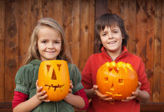 Kids with Halloween pumpkin jack-o-lanterns Stock Photography