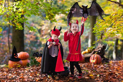 Kids on Halloween trick or treat Royalty Free Stock Images