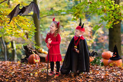 Kids on Halloween trick or treat Stock Photography