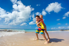 Kids having fun at beach Royalty Free Stock Photography