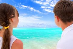 Kids looking at beach Royalty Free Stock Photos