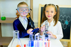 Kids making science experiments Royalty Free Stock Photography