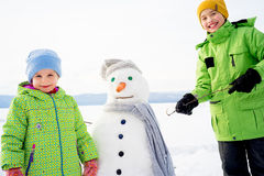 Kids making a snowman Royalty Free Stock Photography