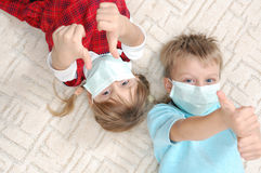 Kids with masks with thumbs up Royalty Free Stock Photography