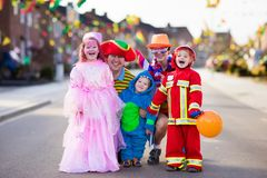 Kids and parents on Halloween trick or treat Royalty Free Stock Photos