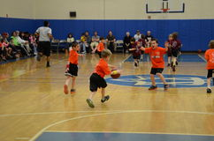 Kids playing basketball match Royalty Free Stock Photos