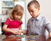 Kids, playing puzzles Royalty Free Stock Images