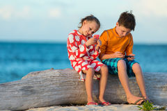 Kids playing on smartphone Royalty Free Stock Photography