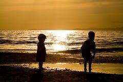 Kids playing on te Beach Royalty Free Stock Photos