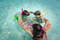 Kids playing in water Royalty Free Stock Photos