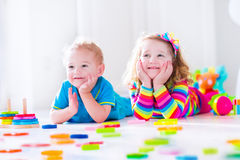 Kids playing with wooden blocks Royalty Free Stock Photography