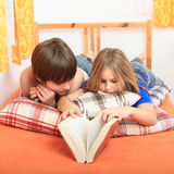 Kids reading a book Royalty Free Stock Photography