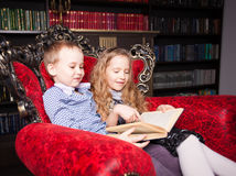 Kids reading book at home Royalty Free Stock Images