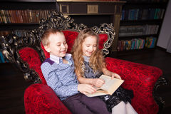 Kids reading book at home Royalty Free Stock Photos