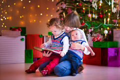 Kids reading at Christmas Royalty Free Stock Images