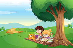 Kids reading under the tree with a cat Royalty Free Stock Photos