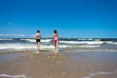 Kids running on beach Royalty Free Stock Photos