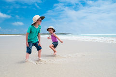 Kids running at beach Royalty Free Stock Photography