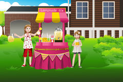 Kids selling lemonade Royalty Free Stock Image
