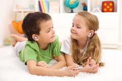 Free Kids Sharing Earphones Listening To Music Stock Photography - 19037372