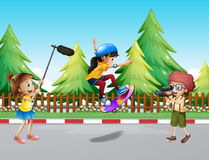 Kids shooting vdo of girl skateboarding in the park. Illustration Royalty Free Stock Photography