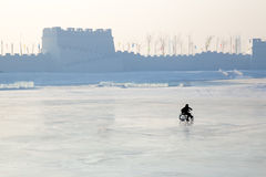 Kids silhouette on frozen lake Royalty Free Stock Photos