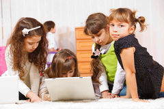 Kids sit around laptop Royalty Free Stock Images
