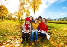 Kids sketching autumn beauty Royalty Free Stock Photography