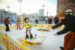 Kids snowboarding in city Stock Photography