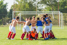 Kids soccer team in huddle Stock Photography
